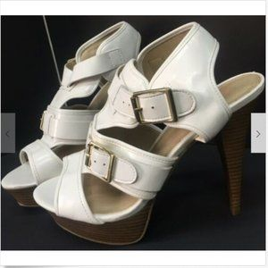 """Just Fab Womens  White Buckle Strappy 5""""High Heels"""